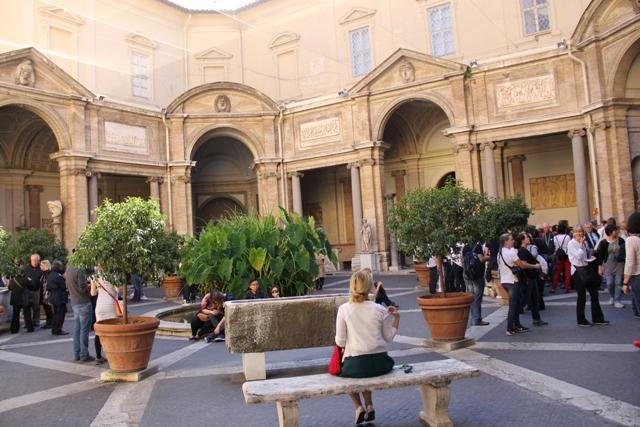 Spendida curte interioara a Muzeului Vatican